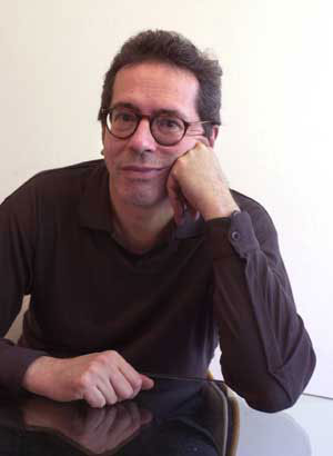 César Aira author photo