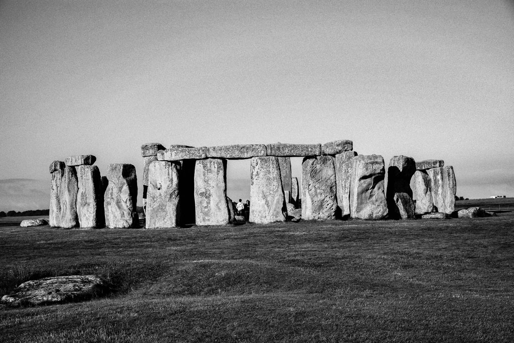 Black-and-white image of Stonehenge
