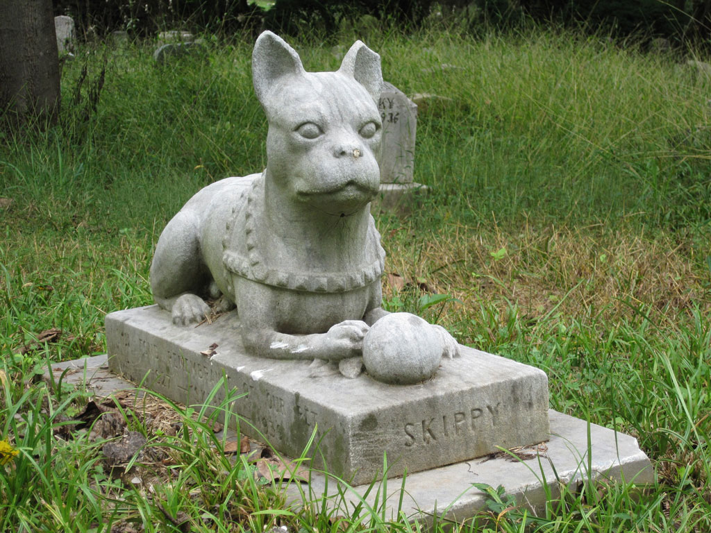 Dog's tombstone with a statue of a dog